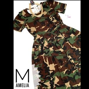 Very rare Camouflage Amelia w/pockets!